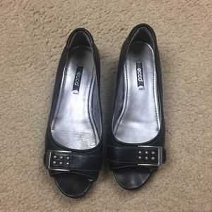 Ecco black leather open toe flats size 8/ 38